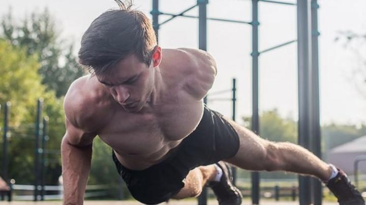 Спорт и кенгуру: смотрим Instagram Вячеслава Посоха — одного из самых красивых учителей в Перми