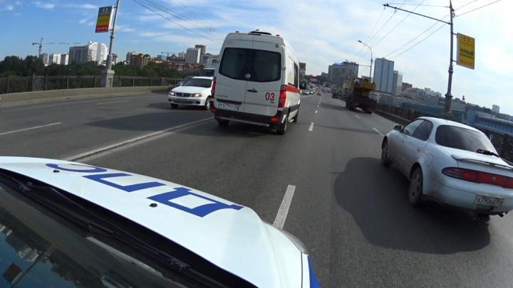 ГИБДД устроила охоту за водителями, которые не пропускают скорые