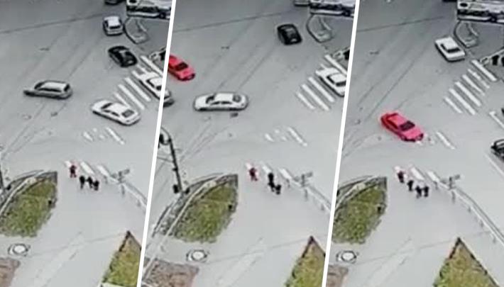 «Пошёл на таран»: на перекрёстке рядом с «Уютом»стали регулярно биться машины — это похоже на подставы