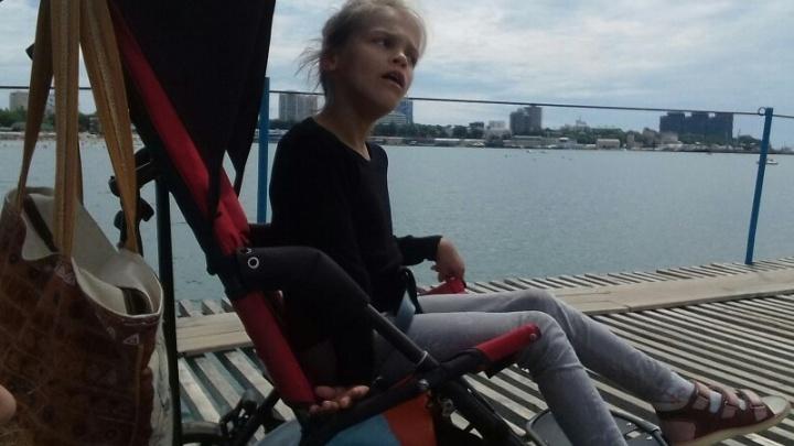 Коляску, которую украли у девочки-инвалида, выбросили на помойку