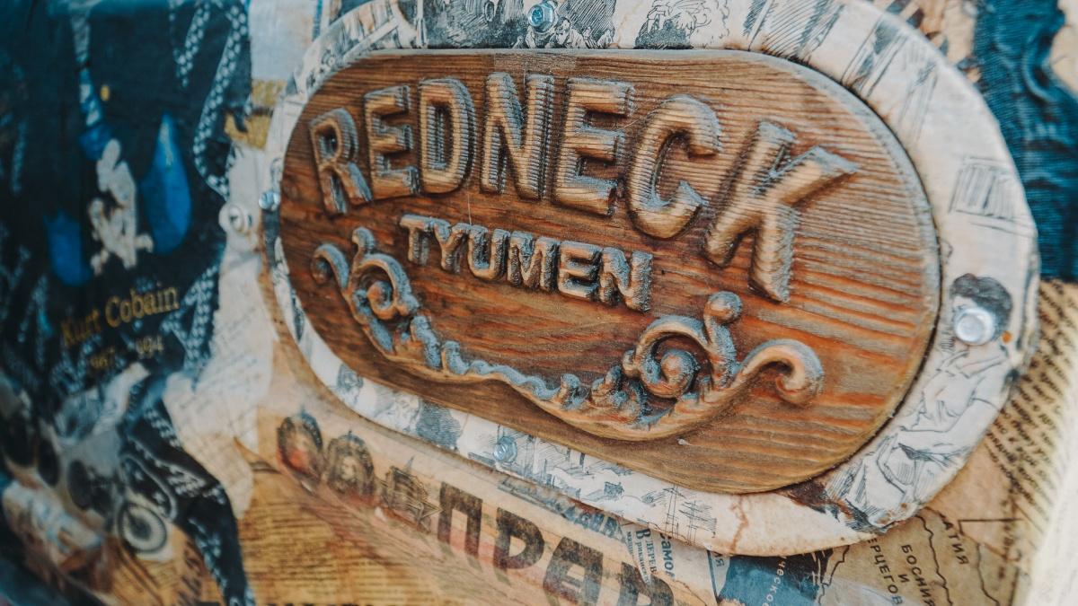 Эту деревянную табличку кузнецу подарили друзья-мастера