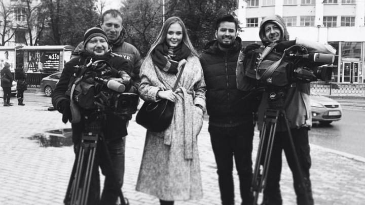 Мисс Екатеринбург провела экскурсию по городу журналисту из Мексики, который снимает программу о России