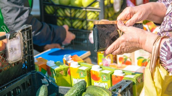 Жители Самарской области стали больше тратить на еду, коммуналку и кредиты