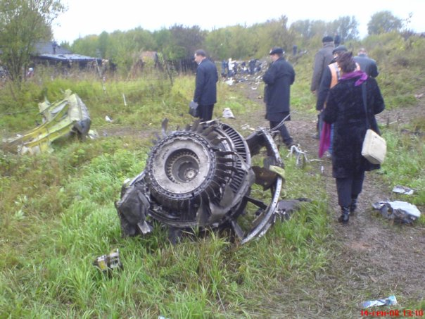 Утро 14 сентября 2008 года. На место крушения самолета приехали власти