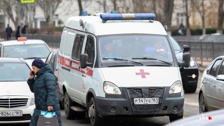 В Новочеркасске водитель легковушки сбил мужчину с ребенком