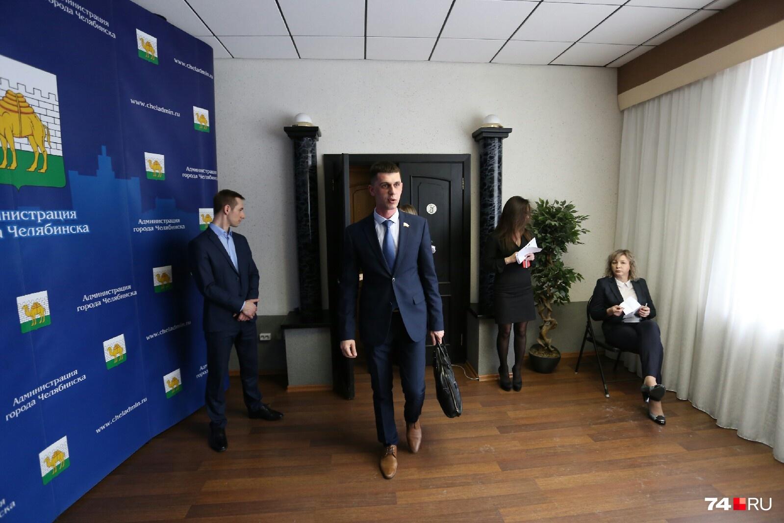 Андрей Самохвалов — помощник депутата Госдумы — не смог ответить на многие вопросы