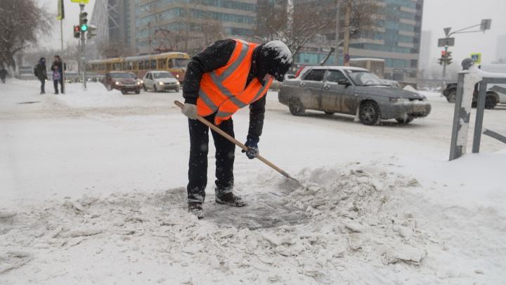 Самый белый день: десять фотографий о том, как Екатеринбург пережил снегопад