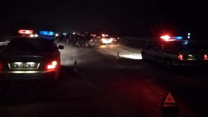Второй случай за осень: на Серовском тракте сбили насмерть водителя, который вышел на дорогу после ДТП