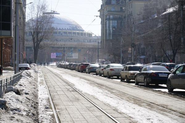 Парковку запретят, чтобы остановившиеся машины не мешали движению на загруженном перекрёстке