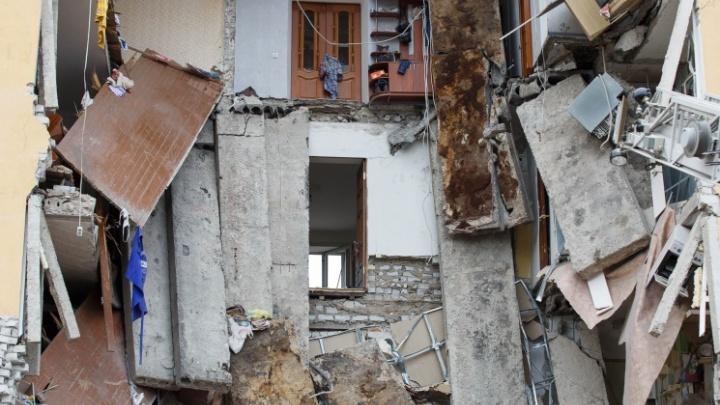 Посмотрим фото: в Волгограде продолжают разбираться в причинах взрыва дома на Университетском