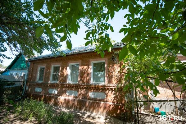 Старики прожили в этом доме много лет