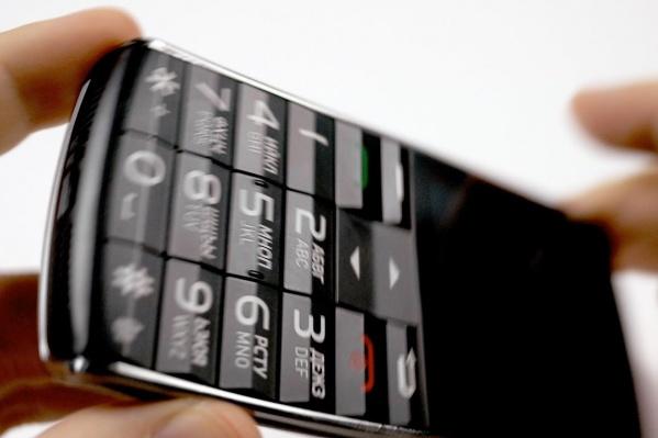 Девочке супердорогой телефон чиновники выдавать отказывались