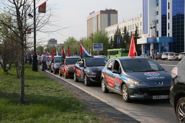 9 мая на площади Технопарка прошла патриотическая акция «По машинам! — Мы помним»