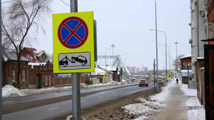 «Работает эвакуатор»: после открытия Фрунзенского моста в центре Самары запретили стоянку авто