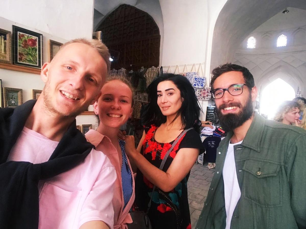 Илья, Даша, Зарина и их друг Эдуардо из Италии