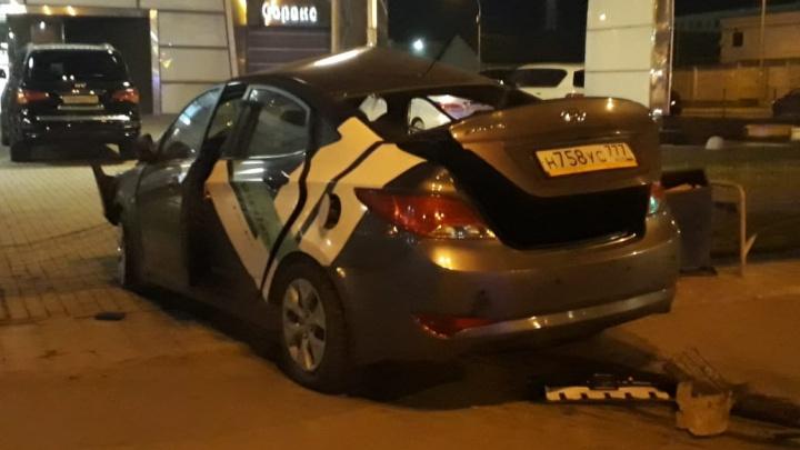 Двое погибли на месте: на проспекте Космонавтов в жуткой аварии столкнулись KIA и Hyundai