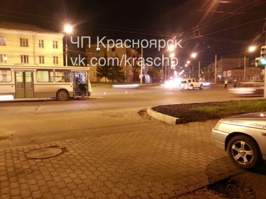 ДТП вКрасноярске: Встолкновении автобуса с джипом  пострадал человек