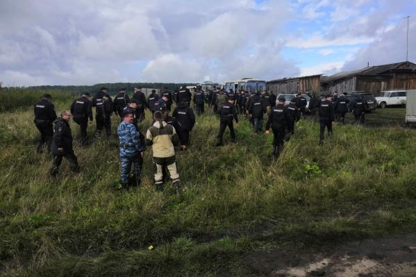 Волонтёров, которые постоянно участвуют в поисках пропавших, удивило число брошенных на поиски сотрудников полиции