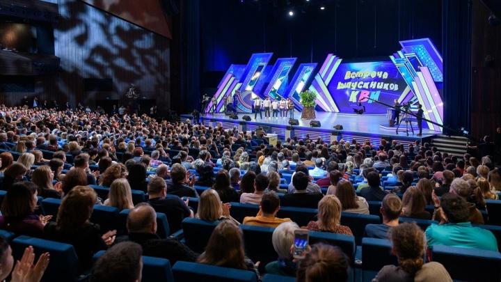 Светлаков рассмешил Куйвашева и Пелагею: смотрим, кто из звезд приехал на КВН в Екатеринбурге