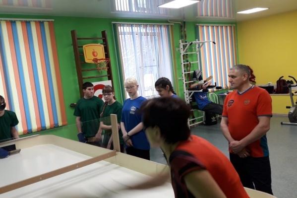 В Новосибирске прошли первые областные соревнования по настольному теннису среди незрячих