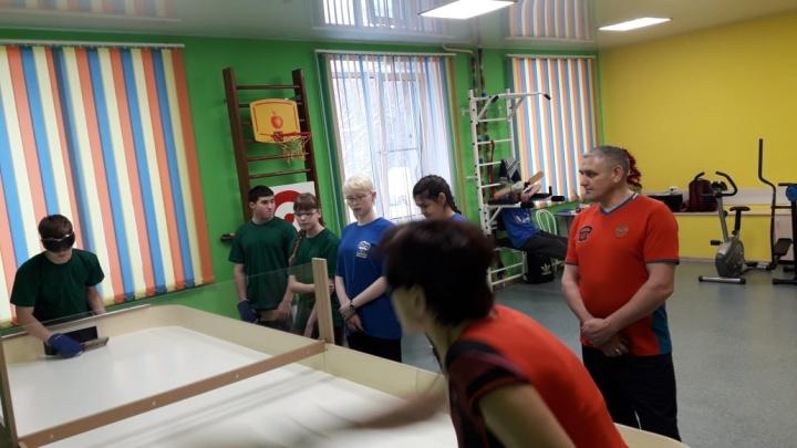 В Новосибирске прошли соревнования по настольному теннису для игроков, которые не видят