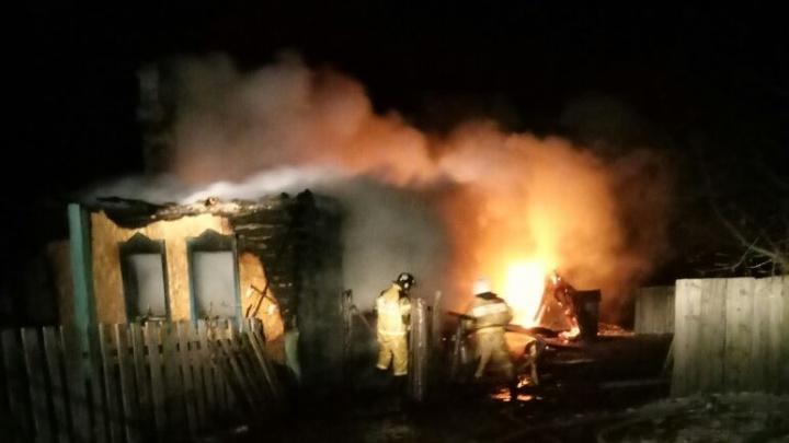 Мужчина не смог выбраться из охваченного огнём частного дома