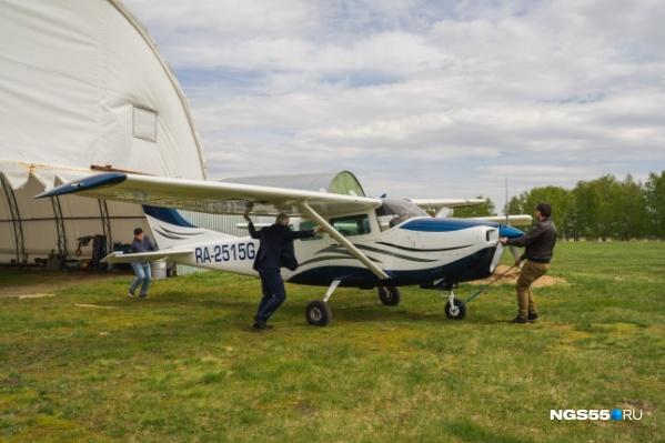 Вопреки запрету на эксплуатацию полосы, полёты Александр Анисимов не прекратил
