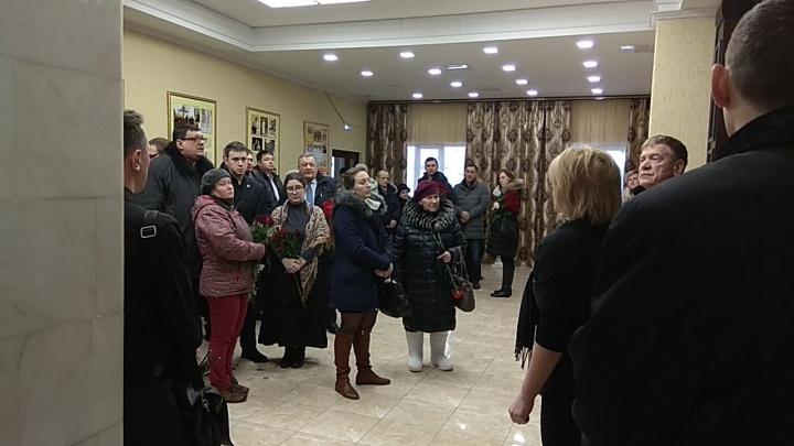Больше сотни новосибирцев пришли на прощание с депутатом горсовета
