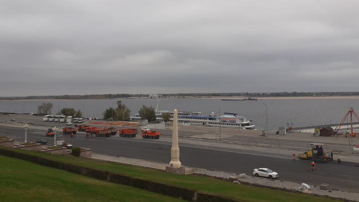 Центральную набережную Волгограда закатали в огромный плац