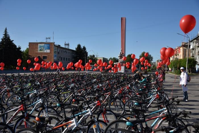 Школьники получили более 1000 бесплатных велосипедов в Кузбассе (фото)