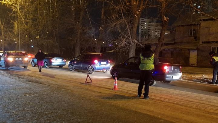 В Екатеринбурге женщина за рулем KIA Rio сбила 17-летнюю девушку