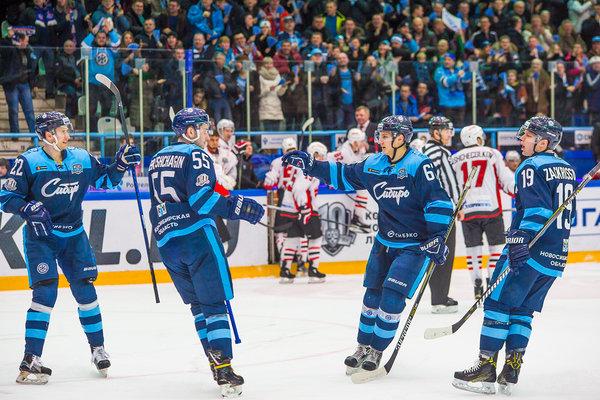 Хоккей: «Сибирь» одолела омский «Авангард» на своей площадке