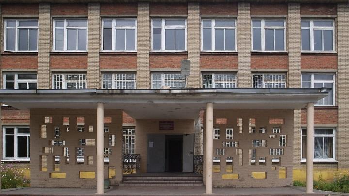 В школе Челябинска учитель умерла во время прослушивания стихов