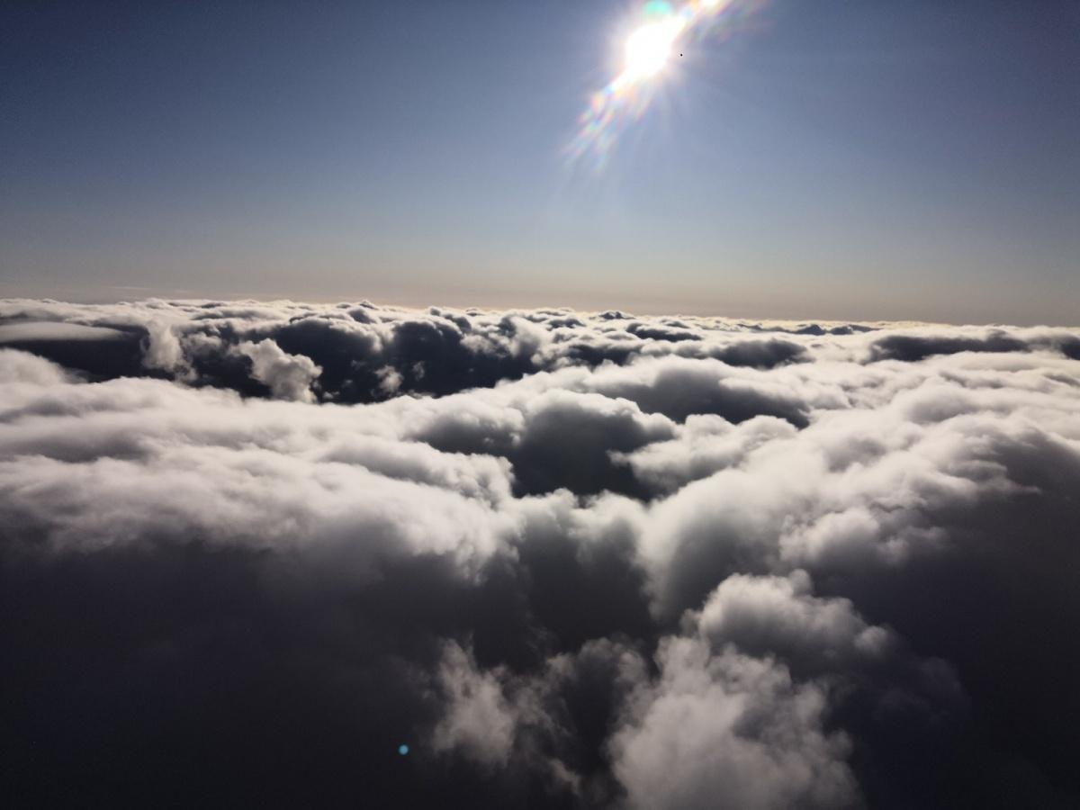 Пролетая над облаками