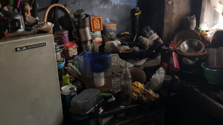 Мусорные полигоны на кухне и мертвые птицы: топ самых грязных квартир от екатеринбургских газовиков