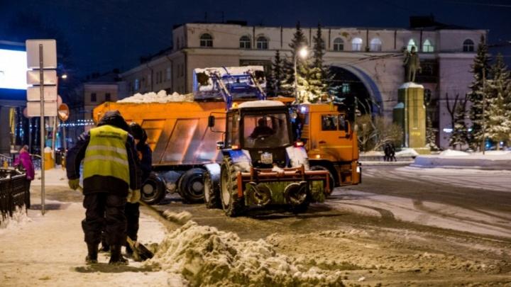 Следят за машинками на экране: показали, как мэрия занимается уборкой города