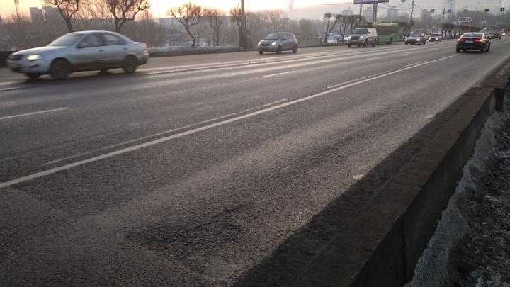 «Нас вынуждают нарушать»: опытный водитель увидел просчет с выделенной полосой на Коммунальном мосту