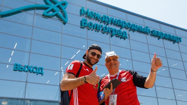 «Напоследок от души пошумим на стадионе»: в Волгограде приземлилось три самолета с египтянами