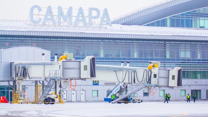 Ждали запчасть из Москвы: в самарском аэропорту на 8 часов задержалиSukhoi Superjet