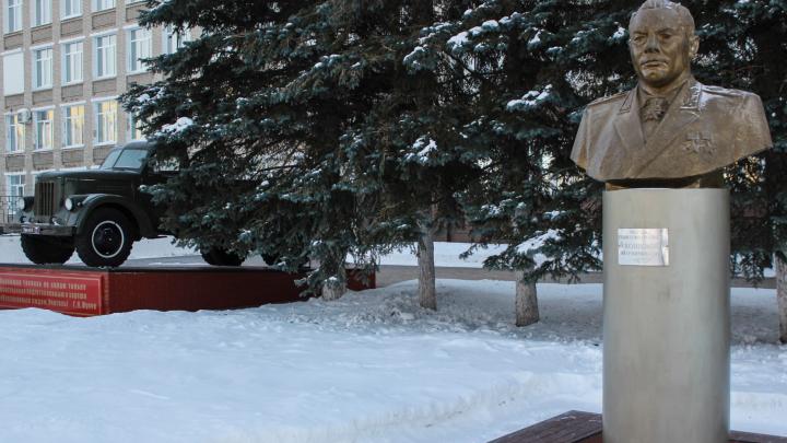 В казарме омского танкового института умер 19-летний курсант