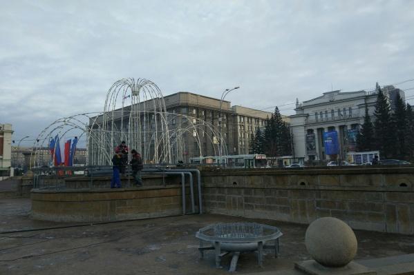 Первый световой фонтан загорится в Первомайском сквере