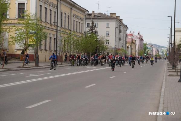 В мероприятии пришли поучаствовать несколько тысяч велосипедистов