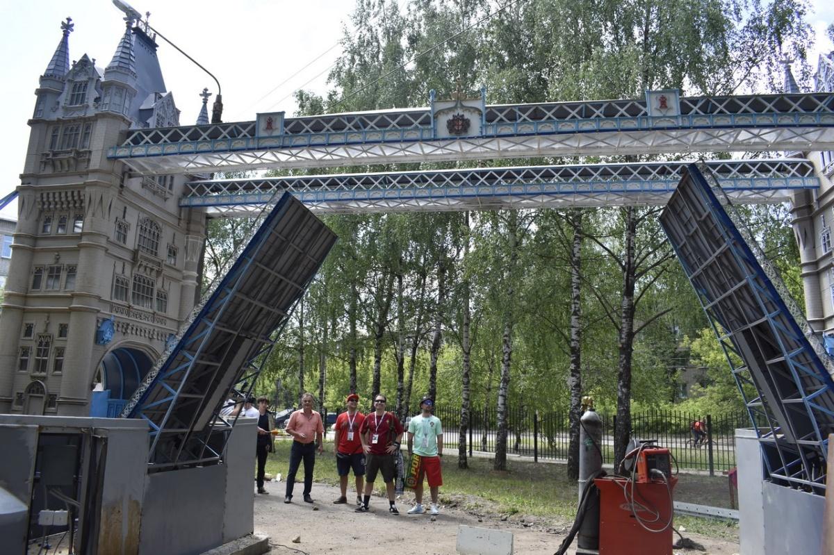 Сам мост готов, однако теперь нужно заниматься благоустройством территории под него