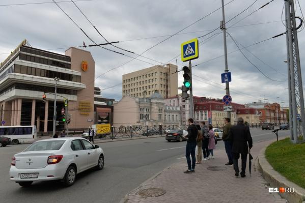 Светофор установили на съезде с кольца на улицу Карла Либкнехта