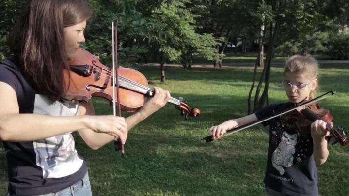 Сибирячки со скрипками сняли клип на самую известную песню Queen