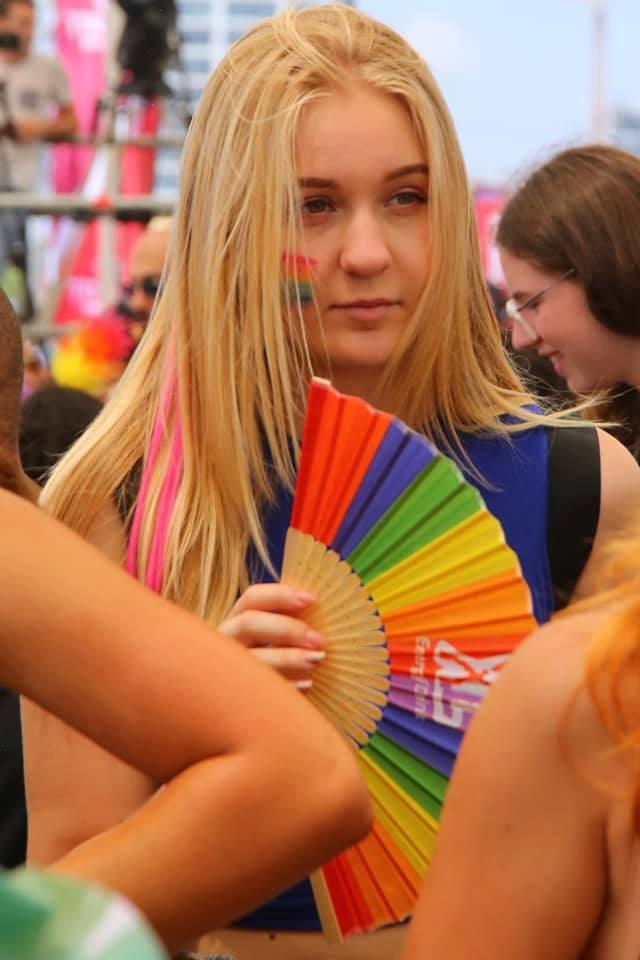 Кстати, в шествии принимают участие не только ЛГБТ-активисты, встретить там можно было и тех, кто разделяет мнение людей о свободе
