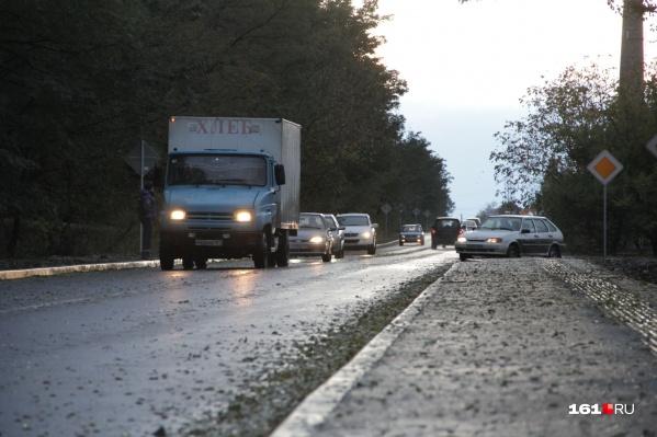 Подрядчик должен будет заменить дорожное покрытие и оборудовать тротуары