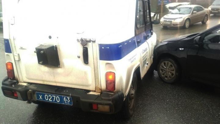 На Авроры — Партизанская столкнулись KIA и полицейский автомобиль