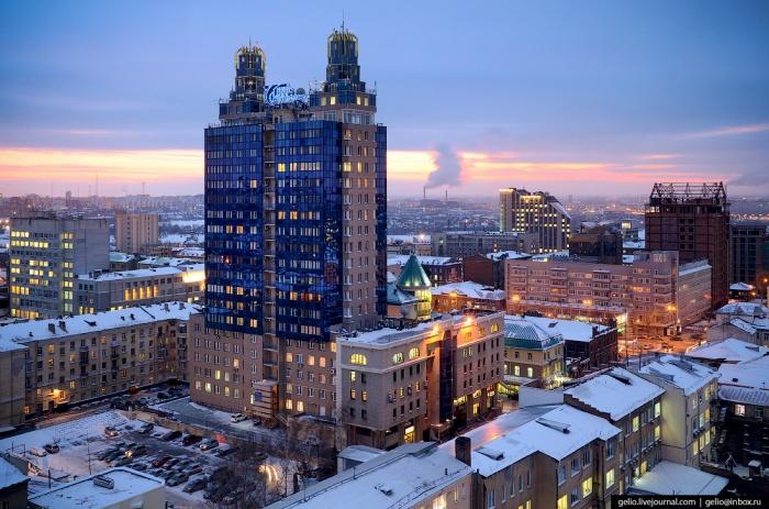Прочитать подробный рассказ о строительстве самой необычной высотки города можно в блоге Славы Степанова (gelio.livejournal.com)