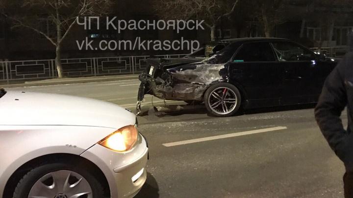 Авто сильно задымило после аварии на Свободном